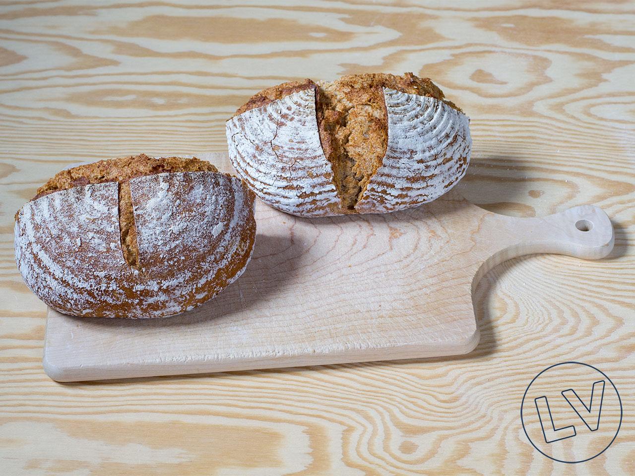 Brotbacken zuhause mit Gärkörben aus Peddigrohr und Holzschliff