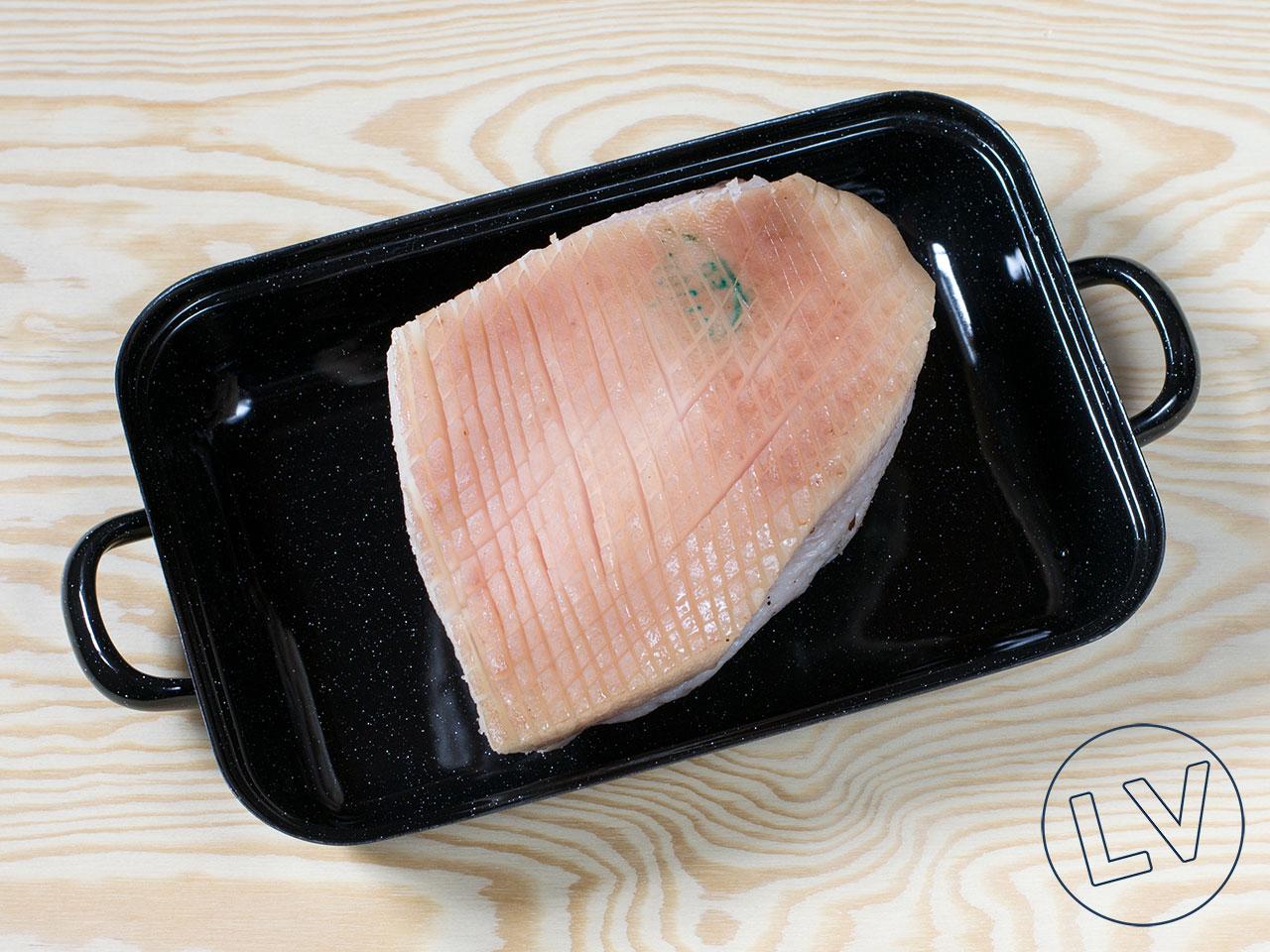 Schwarte mit scharfem Messer einschneiden